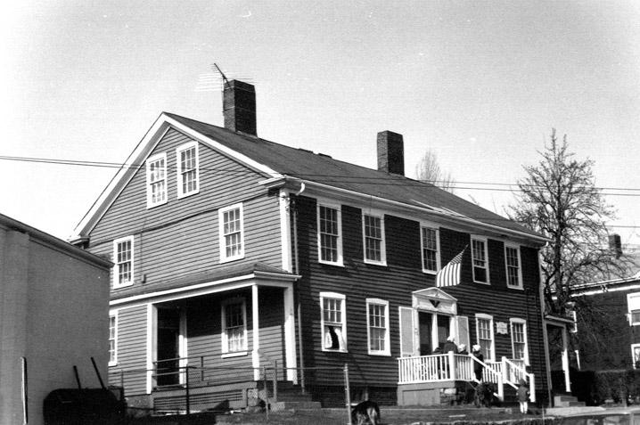 tone, Capt. Zachariah Inn, 8-10 1/2 Front St, c 1750 Beverly MA