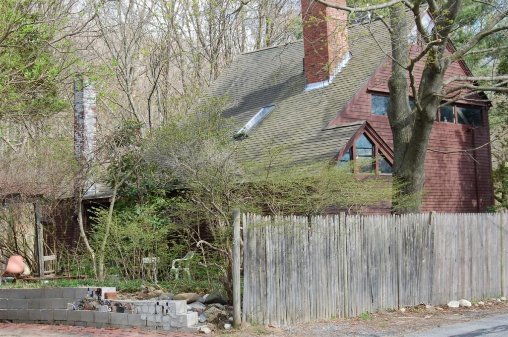 The house at 212 Salem St. in Andover is said to have been built by Robert Gray at the beginning of the 18th Century.
