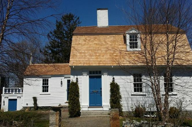RCP.206 13 South St Rockport c 1740. One of many 18th Century gambrel cottages for which Cape Ann is famous.